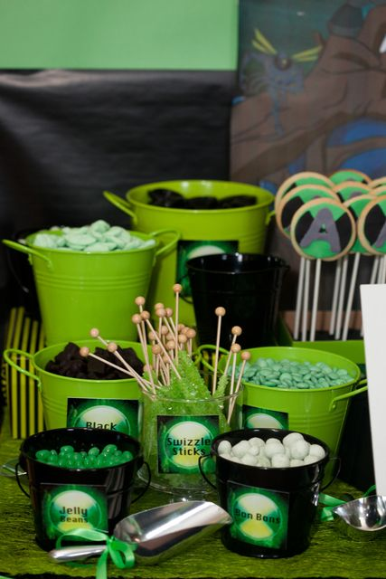 I like the green and black buckets, a different way of serving party treats
