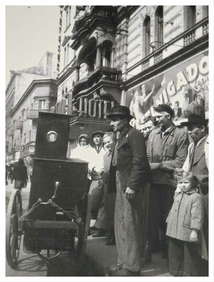 1948. Verklis a Rákóczi úton a Metropol Szállónál