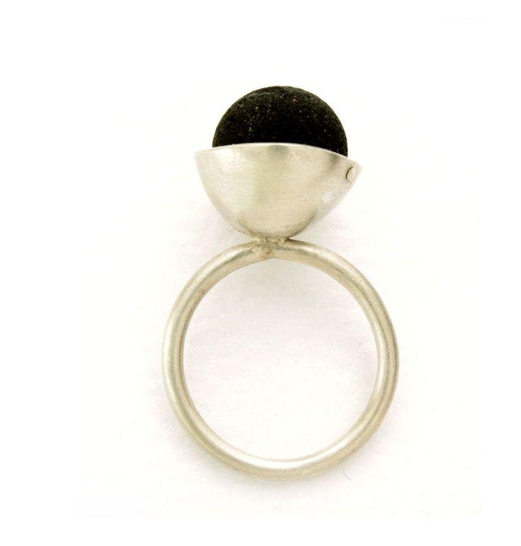 pin tillagd av erika eriksson p ringar pinterest ringar och smycken. Black Bedroom Furniture Sets. Home Design Ideas