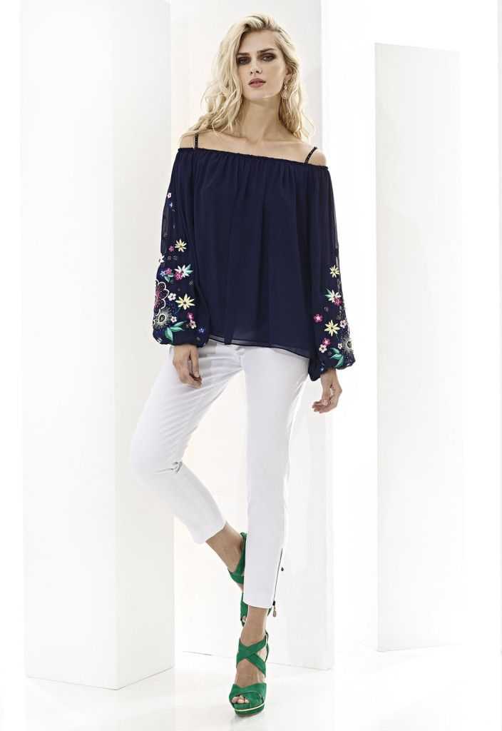 CABOTINE ESSENTIAL 07495  Pantalón pirata con detalle de cremalleras metálicas, disponible en azul marino, blanco, negro y verde Kaki