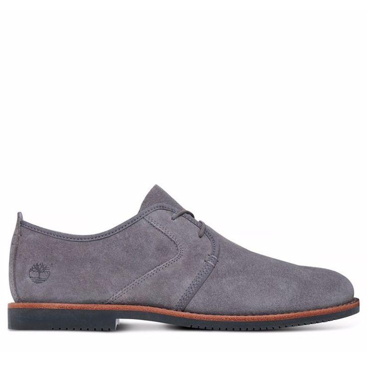 """Réf : A1GYF Les derbies Timberland Brooklyn Park Oxford pour homme sont des chaussures de ville élégantes pour la vie quotidienne. Confort et souplesse sont de mises grâce à une semelle extérieure en caoutchouc recyclé ainsi que de la semelle intérieure Ortholite. Vous ne manquerez pas non plus d'allure pour sortir, puisque ces chaussures possèdent une tige en cuir suède gris émanant de tannerie responsable. D'autre part, ce cuir, appelé """"daim"""" a subi un traitement déperlant."""