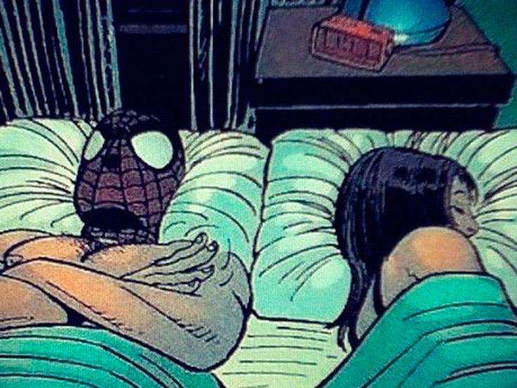 Spider-Man. El problema del Hombre Araña de Marvel es un poco diferente. Puede practicar sexo. Una exposición prolongada a sus fluidos radioactivos, sin embargo, acaba matando a Mary Jane en la historia distópica Spider-Man: Reign de Kaare Andrews.