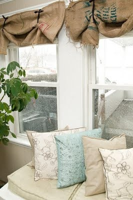 such cute window treatments!! Love!! Maybe for the windows behind the sink in the kitchen?!