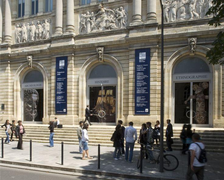 MUSEE D'AQUITAINE - BORDEAUX : Par le caractère prestigieux des collections ainsi rassemblées, le musée d'Aquitaine est devenu une référence patrimoniale en France. Par leur diversité qui va de l'archéologie ou de l'ethnologie régionale jusqu'aux civilisations extra-européennes, il est aussi un musée encyclopédique comme en témoigne la grande diversité de ses expositions temporaires. #BdxBikeTour #VisiterBordeaux #VisitBordeaux