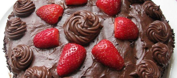 Çikolatalı ve Çilekli Kek