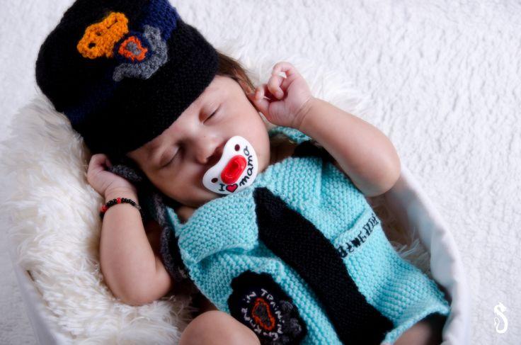 #babyshoot #smile #cute #baby #portrait #fotoshoot #fotografie #photography #daddysuniform #mareshaussee #proudofmydaddy #photoshoot #sweet #sandraakjespics www.sandraakjespics.weebly.com