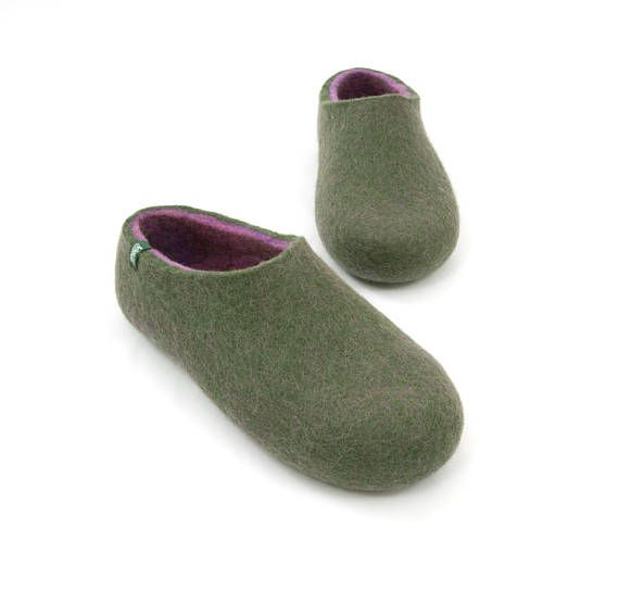 Felted Slippers for women in feminine colors. Most comfortable clog slippers. Warm ladies slippers made in soft merino wool. These home slippers are a gift for women to delight! Wooppers felt slippers are the best choice for your feet being soft but sturdy, natural and seamless, breathable and dirt repellent.