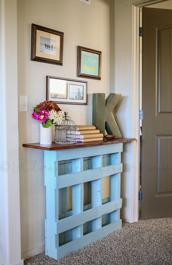 DIY Pallet Console Table love this idea!!!! Putting our pallets to use soon!!! Woo hop