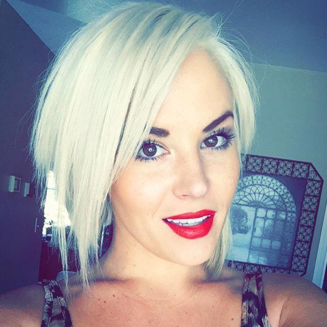 short blonde asymmetrical bob haircut for women