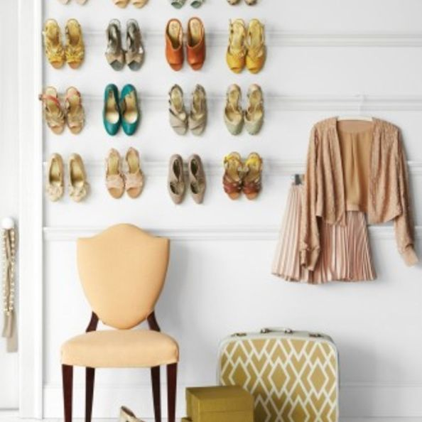 Wall-mounted shoe rack - with curtain rod
