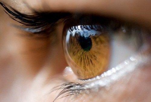 <p>* Más de cinco horas diarias frente a una pantalla son suficientes para padecer visión borrosa, ojo seco, así como dolor de ojos y