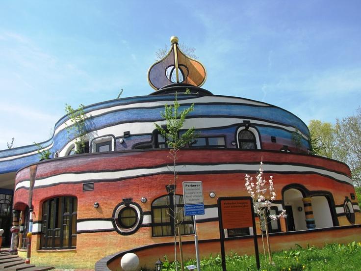 Valkenburg ad Geul, Holland | Ronald Mcdonnald kindervallei door Friedensreich Hundertwasser