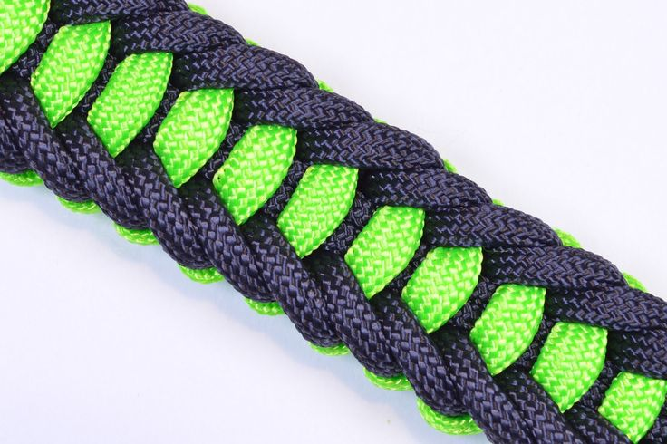 This is a compact weave that is sturdy but not bulky | Paracord tutorials and survival paracord projects at survivallife.com #paracord #diy #preppers