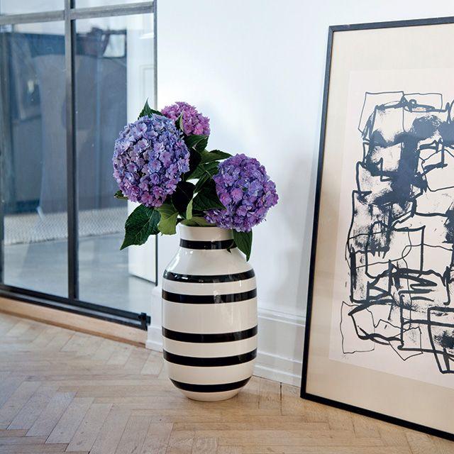 Omaggio vase i sort | Dansk design fra Kähler