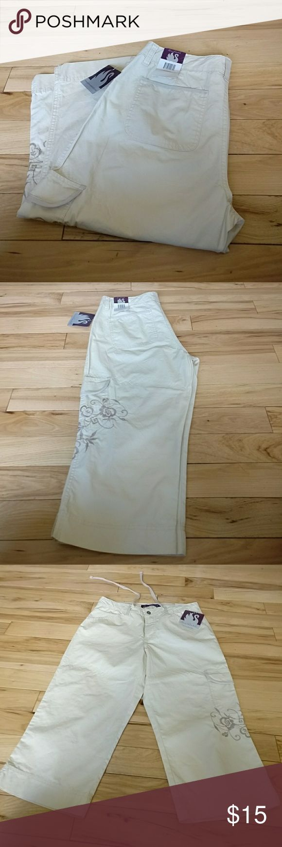 Gloria Vanderbilt capris pants 10 stretch Gloria Vanderbilt capri pants size 10 stretch new with tags. Yeah really sexy I'm selling them at a great price so get them today yeah! Gloria Vanderbilt Pants Capris
