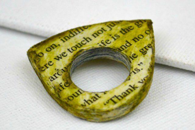Αν έχεις στο νου σου ένα συγκεκριμένο σχήμα ή μέγεθος δαχτυλιδιού και δεν μπορείς να το βρεις στο εμπόριο, βρήκαμε αυτήν την ιδέα στο craftsunleashed.com για να μπορείς να το φτιάξεις μόνη σου.…