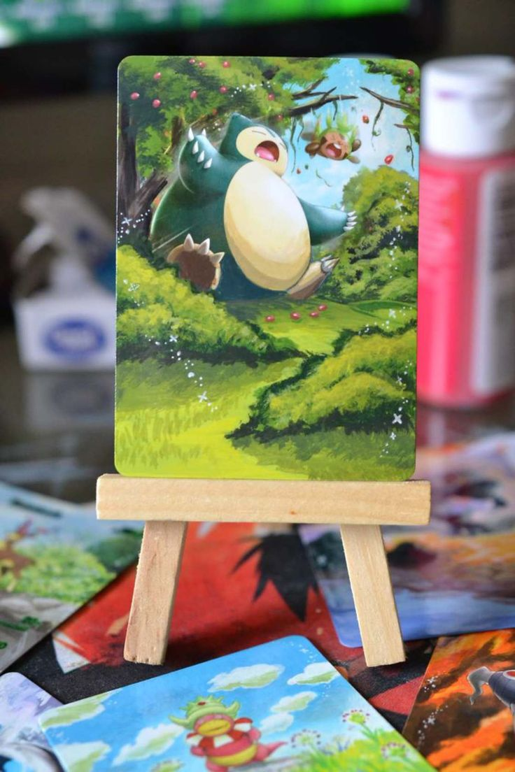 The young American artist Lunumbra decided to recycle her old Pokemon cards by painting them, transforming the collectible cards into beautiful illustrations.