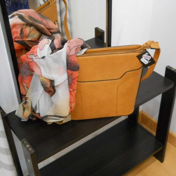 http://bisuteriademoda.es/bolsos-de-moda-online-baratos-para-mujer/3366-bolso-camel-bandolera.html