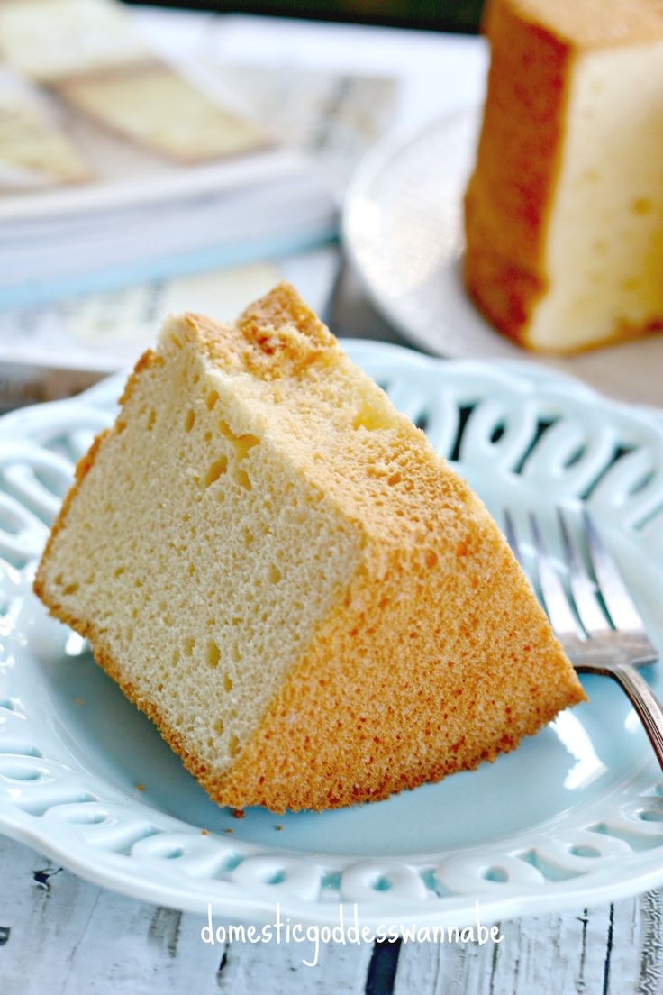 Often when I bake chiffon cakes, the whole house smells heavenly.  Once in a while, though, for some reason, the chiffon cake is especially aromatic.  And the cake recipe I am sharing tod…