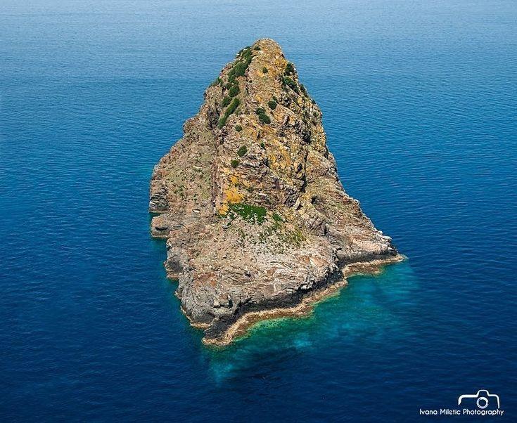 jabuka-island-1