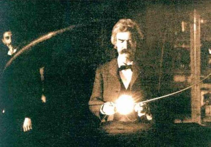 Mark Twain en el laboratorio de Nicola Tesla (1894)
