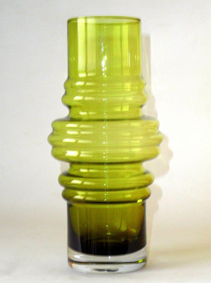 Riihimaki Tulppaani Vase Design Tamara Aladin by Ato55mic. Riihimaki Tulppaani Vase - Design Tamara Aladin - Scandinavian green art glass - Finland