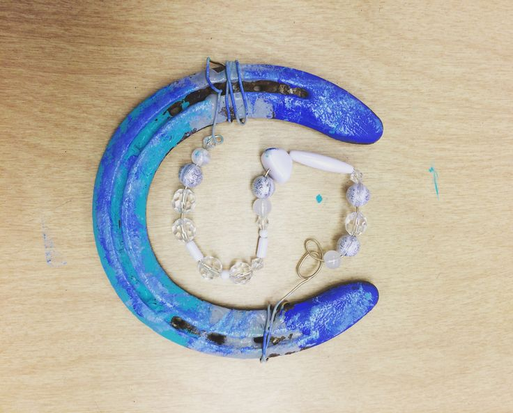 Create your own painted horseshoe with an actually used horseshoe. Grab a horseshoe, paint it, add some wire on it to for a word or letter,put some pretty beads on it to  make it more de decoritave, lastly hang it on your wall......hang it the right way so you have good luck!!!