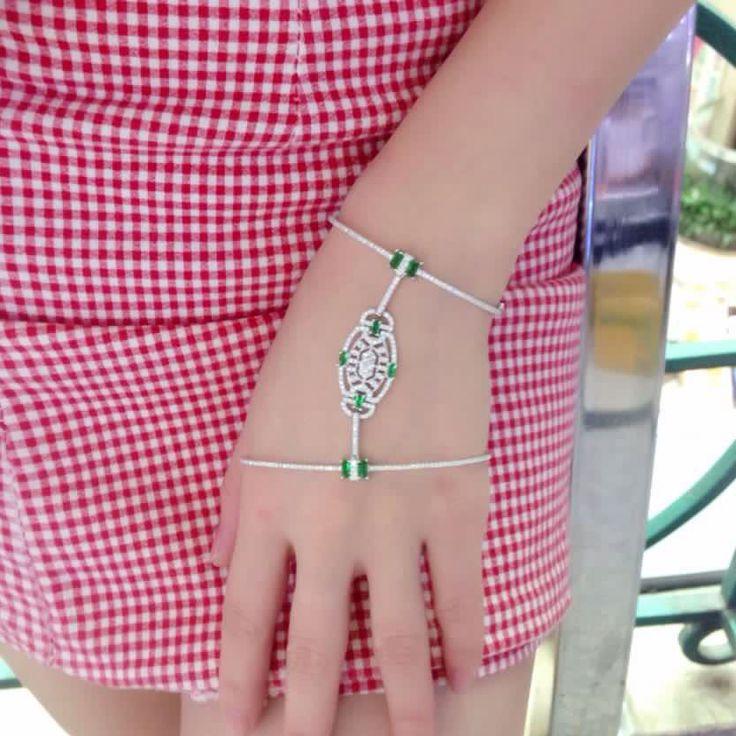 Apm Monaco , Articulated Silver Bracelet with Green cubic zirconia, Achat  Direct à l\u0027Usine. Livraison Gratuite \u0026 Paiement Sûr.