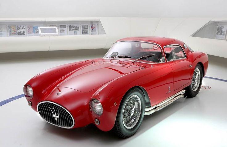 """Se exponen los treinta modelos más significativos de la marca del tridente En el espectacular museo de Ferrari, que lleva el nombre del fundador de la mítica marca, """"Museo Enzo Ferrari"""", se expone …"""
