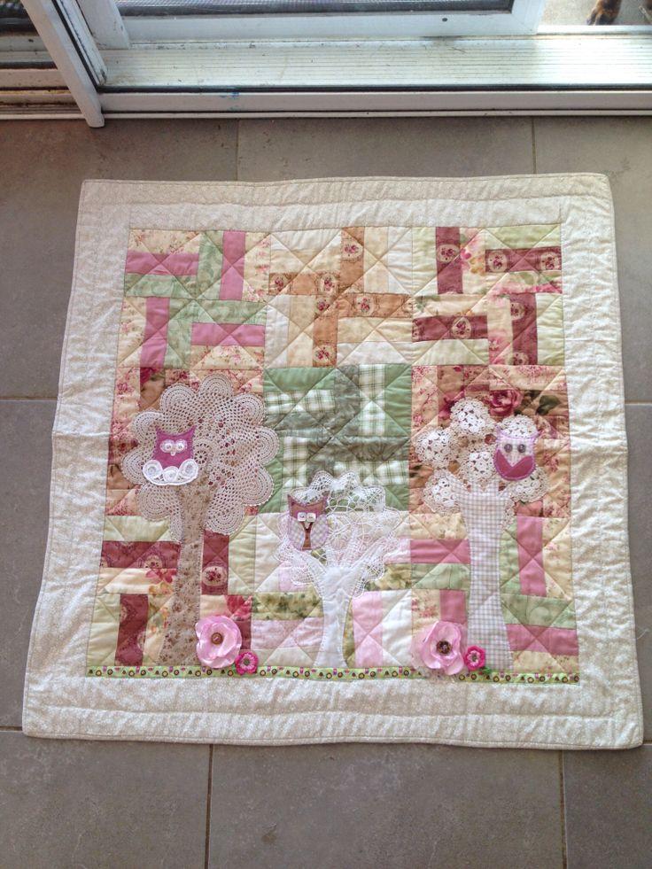 Owl appliqué quilt with vintage doilies #mikaalpacaanddesign