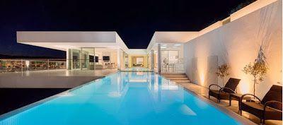 Diseño de hermosa piscina iluminada