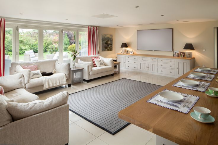 Family-friendly feasting: eat, drink and socialise in this open-plan lounge-diner, with matching units ensuring nothing feels out of place.