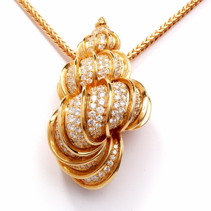 Kurt Wayne Diamond 18K Gold Shell Pendant Necklace