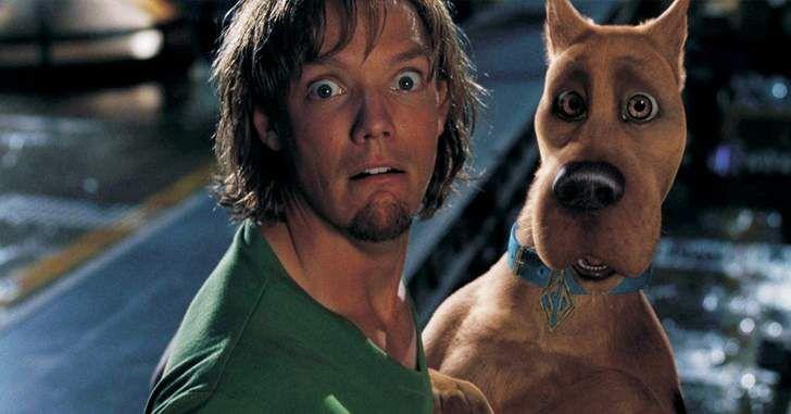Quem diria que que Scooby poderia ter sido conteúdo adulto! Quando se ouve falar de Scooby-Doo, a associação imediata é feita a desenho para crianças e diversão inocente, mas para surpresa de todos, em uma mensagem pelo facebook em comemoração aos 15 anos do filme do Scooby de 2002, o escritorJames Gunn,atualmente mais conhecido por …