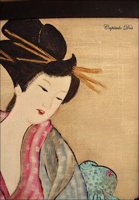 Vuelvo a mi admiración por el arte japonés con esta mesita auxiliar para living o dormitorio, pintada a mano.  El centro de atracción e...