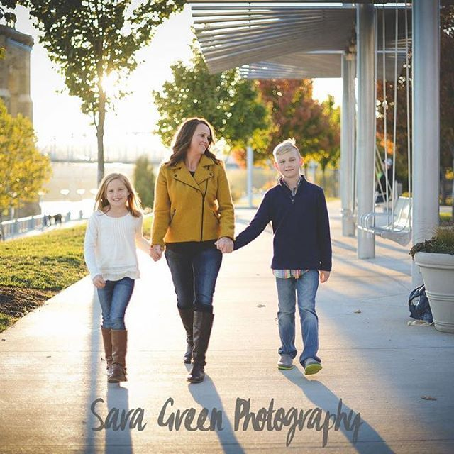 Had such beautiful light at my session the other night! And this is why I do sunset photos! #lookatthatlight #lighting #familyphotographer #cincinnati #smalepark #sunset #cincinnatifamilyphotographer #cincinnatiphotographer