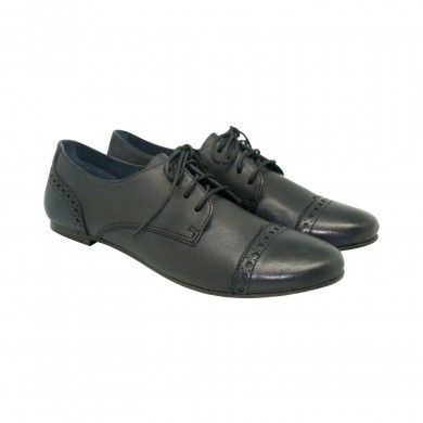 Napa Brogues - Black   This pair is a classic oxford lace-up made with plush and supple Napa leather, which cocoons the foot and takes its shape. While the Napa leather gives this shoe a slender and flexible upper, the Microlite Tunit sole offers a light anti-skid finish to these oxfords.