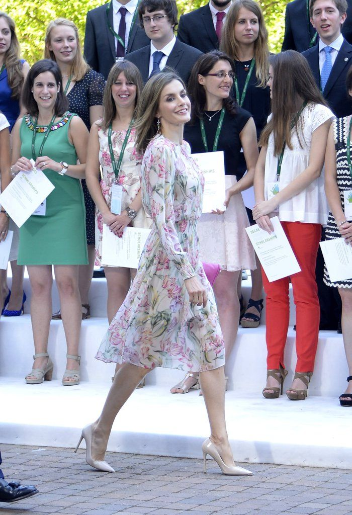 837b547f 30 Styling Tricks We're Stealing From Queen Letizia and Never Giving Back |  Summer Fashion | Queen letizia, Royal clothing, Spanish royal family