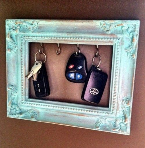 Cute place for keys :)The Doors, Cute Ideas, Key Holders, Old Frames, Picture Frames, A Frames, Keys Holders, Frames Keys, Pictures Frames