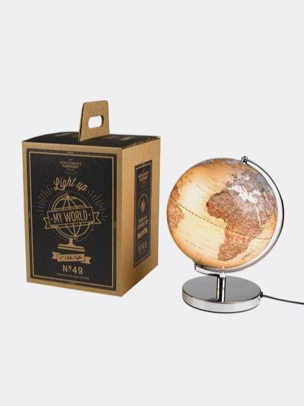 Wereldbol Lamp Gentlemen's Hardware  Een wereldse vintage lamp voor thuis of op kantoor. Mooi in een modern of juist klassiek interieur. De globe toont je de aarde in het klein en is tegelijkertijd een sfeervolle lichtbron. Indien nodig is de lichtbron eenvoudig te vervangen. Dit product wordt geleverd in een bijpassende vintage verpakking.