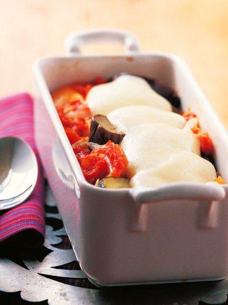 ラタトゥイユをモッツァレッラチーズとともにオーブンに入れれば、ほかほか、とろりのメインディッシュに|『ELLE a table』はおしゃれで簡単なレシピが満載!