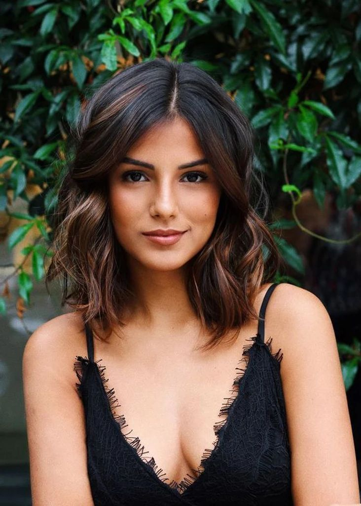 Short To Medium Hairstyles For Round Face Shape Red.  #hairstylesforthinhair #hairstylesforshorthair #shorthairstyles #shorthairstylesforthick hair