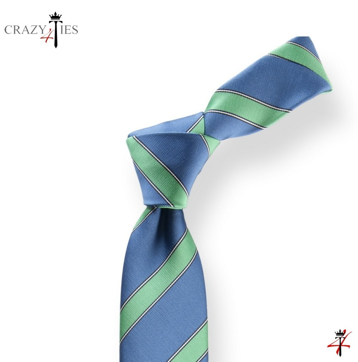Particolare Nodo Cravatta Regimental in Seta Mogador Royal Blu e Verde