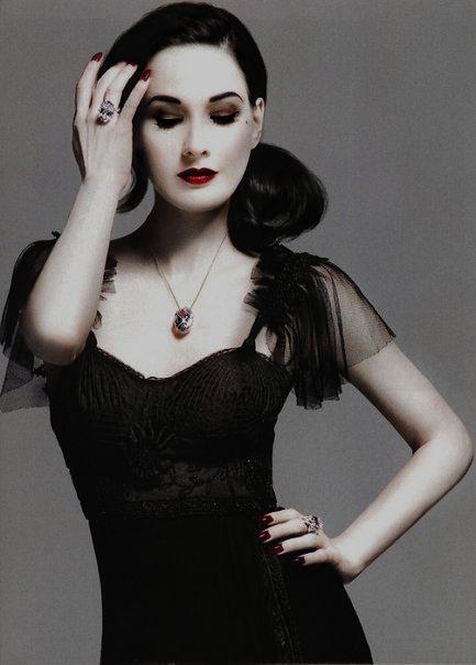 Dita Von Teese  Black Dress #2dayslook  #watsonlucy723 #BlackDress   www.2dayslook.com
