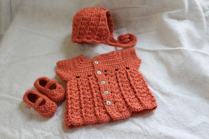 Newborn girl layette set http://www.ravelry.com/projects/FiddleDeeGreen/shells-and-vines-sweater-2
