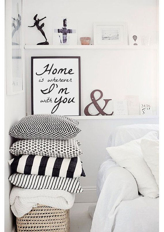 He encontrado este interesante anuncio de Etsy en https://www.etsy.com/es/listing/193874551/home-is-wherever-im-with-you-wall-decor