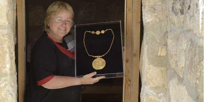 Hebrew U Archaeologist Finds Rare Gold Coins Near Temple Mount | Breaking Israel News