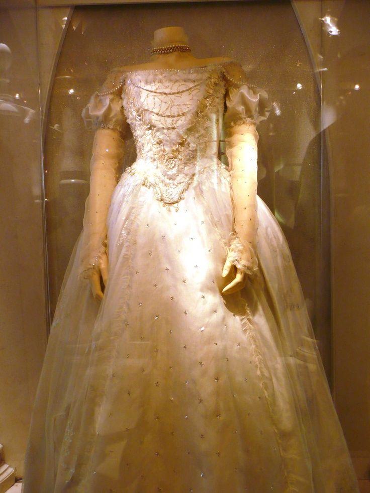 Vestido que utiliza Anne Hathaway para su personaje de la Reina Blanca o Miranda.