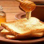 Αυτος ειναι ο λογος που πρεπει παντα να αλειφετε μελι και κανελα στο ψωμι στο πρωινο σας!
