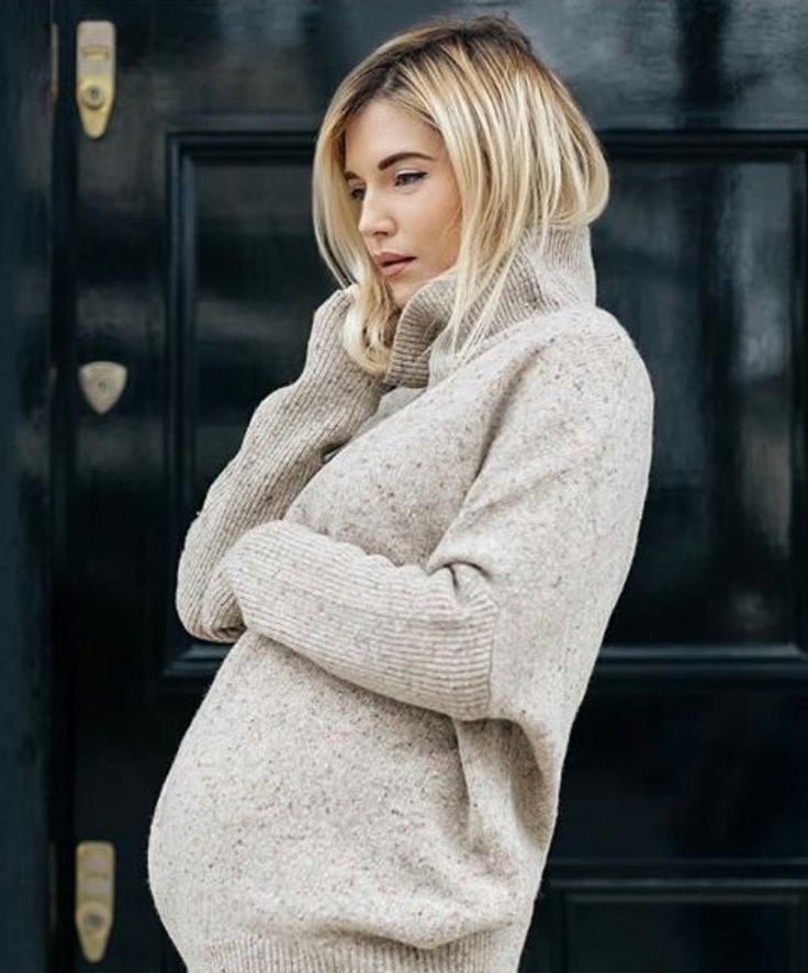 Eimear Varian Barry wears The Sophie Turtleneck in Speckled Toffee on nineinthemirror.com